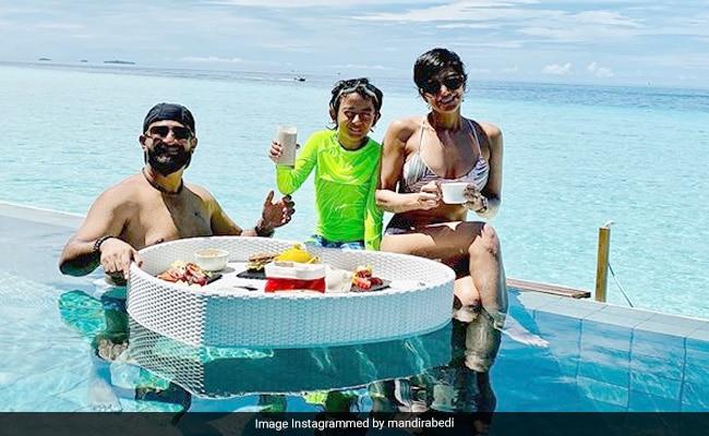 Just Mandira Bedi Having Breakfast In A Pool In The Maldives. We're Jealous