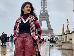 Shanaya Kapoor, In Paris For Le Bal, Soaks Up Local Vibes At Eiffel Tower