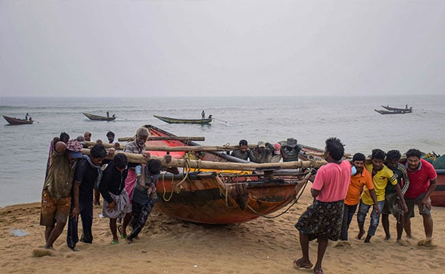 Bangladesh on alert as cyclone approaches Bay of Bengal