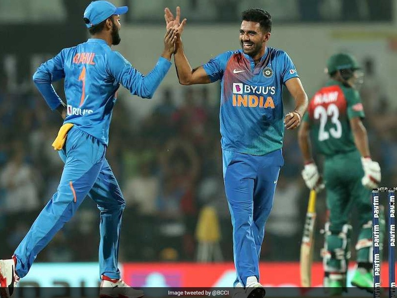Fan reacts on Deepak Chahar getting T20I Performance of the Year award