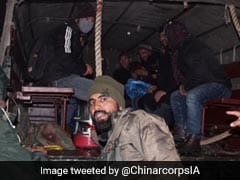 Army Rescues 350 Tourists, Locals Stranded At Zojila Pass