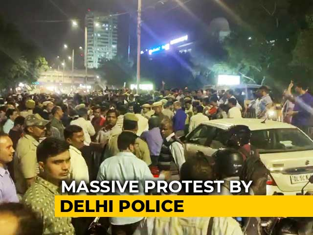 Video : Cops Protest Assault By Lawyers