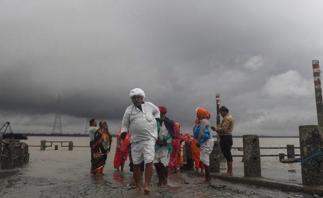 चक्रवाती तूफान 'बुलबुल' के कारण पश्चिम बंगाल में भारी बारिश, एक व्यक्ति की मौत