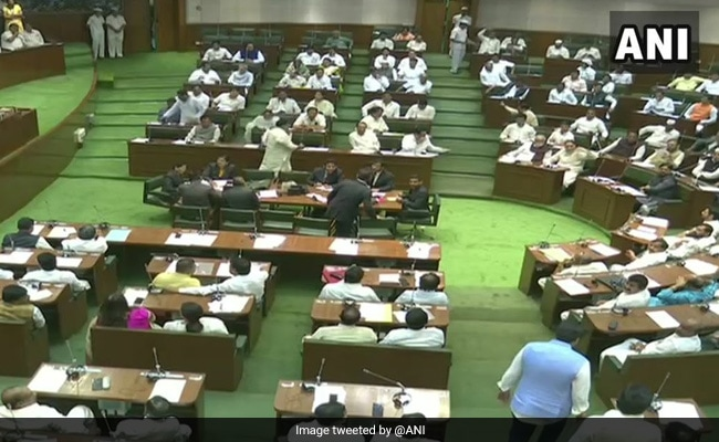 महाराष्ट्र विधानसभा में हंगामा करने के आरोप में 12 BJP विधायक एक वर्ष के लिए निलंबित
