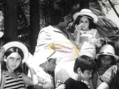 That Little Kid In Amitabh Bachchan's Arms Grew Up To Co-Star With Him. Guess Who?
