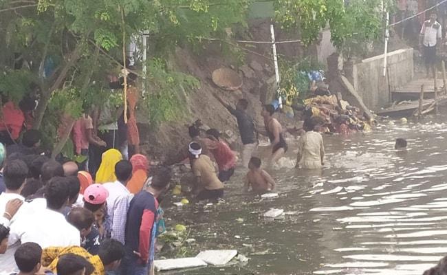 बिहार में छठ के दौरान हुए अलग-अलग हादसों में 18 बच्चों समेत 30 लोगों की मौत