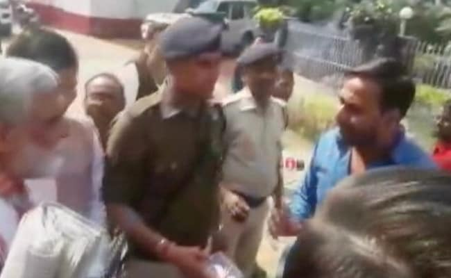 Minister Shouts At Protesters Demanding Ultrasound Machine In Bihar Hospital