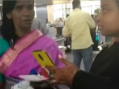रानू मंडल संग सेल्फी चाहती थी यह फैन, इंटरनेट सेंसेशन ने यूं किया इग्नोर- देखें Video
