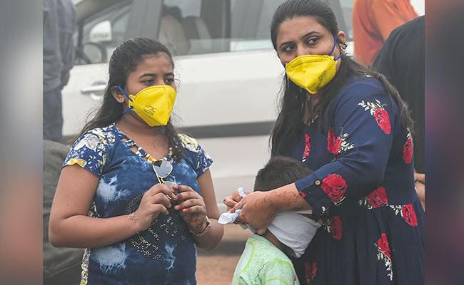 धुआं-धुआं दिल्ली में सीने में जलन, आंखों में चुभन
