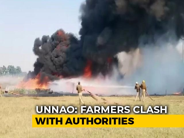 Video : Farmers, Cops Clash In UP's Unnao In Land Dispute Over Smart City Project