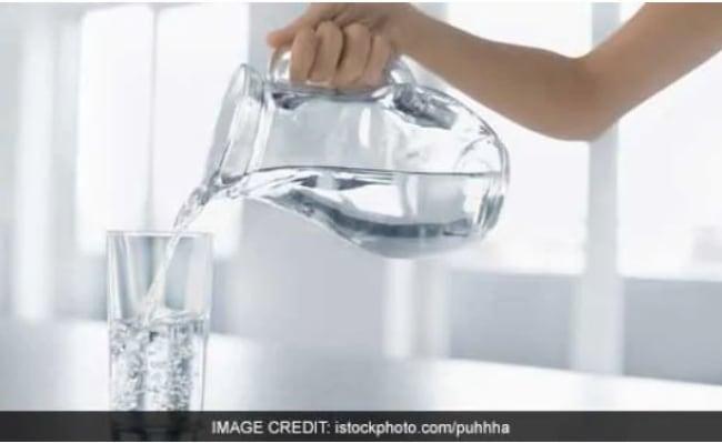 Hot Water Vs Cold Water: गर्म या ठंडा दोनों में से कौन सा पानी है वजन घटाने के लिए कारगर, यहां जानें जवाब