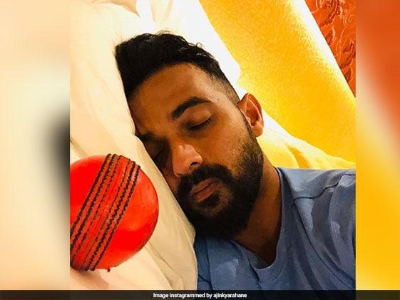India vs Bangladesh:अजिंक्य रहाणे ने पिंक बॉल के साथ सोते हुए फोटो पोस्ट की तो शिखर धवन ने यूं किया मजाक..