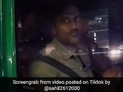 TikTok Top 5: एमएस धोनी ने कार के अंदर से किया इशारा, झूम उठा फैन, देखें VIDEO