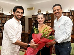सोनिया गांधी से मिलकर आदित्य ठाकरे ने दिया पिता उद्धव ठाकरे के शपथ समारोह में शामिल होने का न्योता