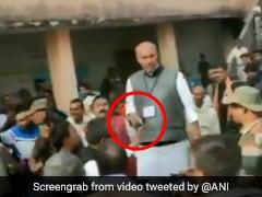 झारखंड: पलामू के पोलिंग बूथ पर बंदूक लेकर पहुंच गए कांग्रेस के प्रत्याशी, देखें- VIDEO