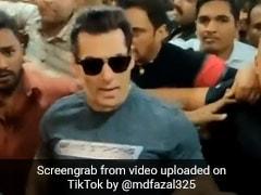सलमान खान को भीड़ में आया गुस्सा, सेल्फी खींच रहे फैन के साथ किया ऐसा... देखें Viral Video