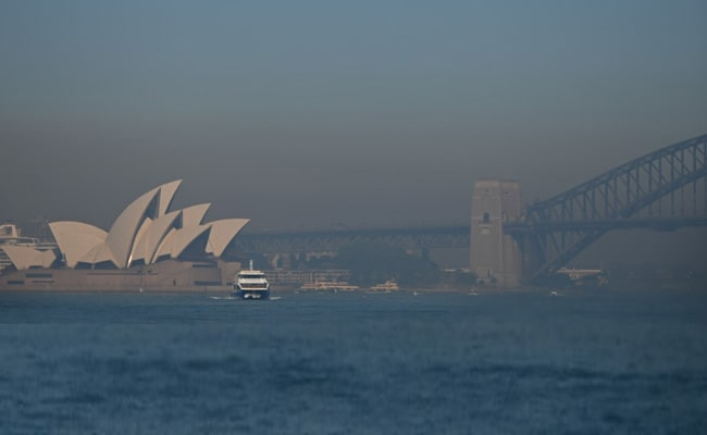 Bushfire smoke pushes Sydney air quality beyond hazardous