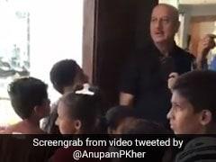 अनुपम खेर ने गलियों में सोने वाले बच्चों को 5 स्टार होटल में खिलाया खाना, जब बिल आया तो... देखें Video