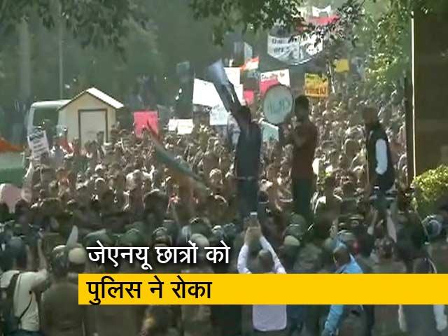 Videos : हिरासत में लिए गए 30 से ज्यादा JNU के छात्र