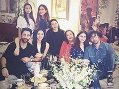 Alia Bhatt Chills With Ranbir Kapoor And Family. Pics Courtesy Karisma Kapoor