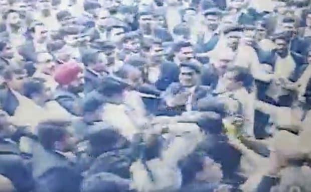 तीस हजारी हिंसा का एक और वीडियो सामने, वकीलों ने की एडिशनल DCP और ACP की पिटाई