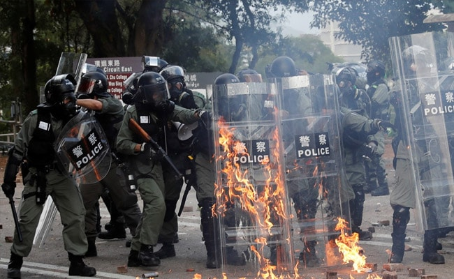 Hong Kong standoff nearing end as more protesters surrender to police