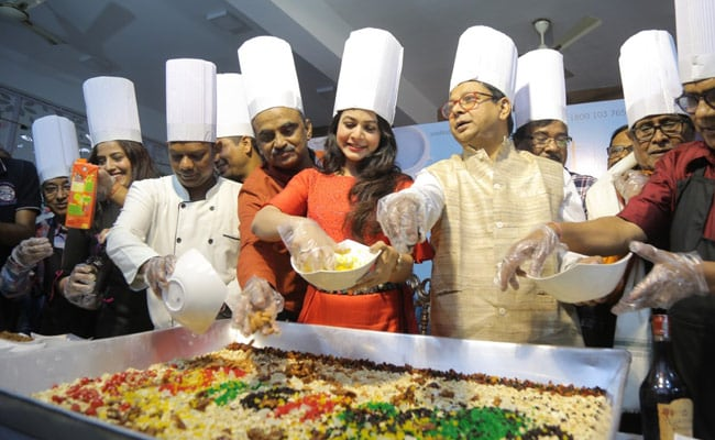 Seniors Of Snehodiya Indulge In A Cake Mixing Session With Superstar Koel Mallick