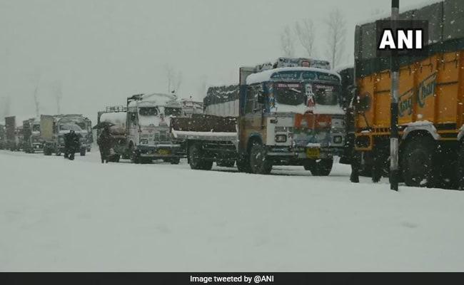 Thousands Stranded As Fresh Landslide Blocks Jammu-Srinagar Highway