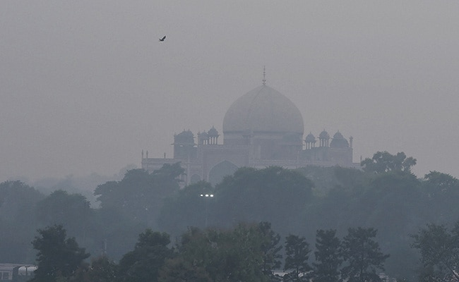 Delhi's 'Moderate' Air Quality May Turn 'Poor' On Monday: Forecaster