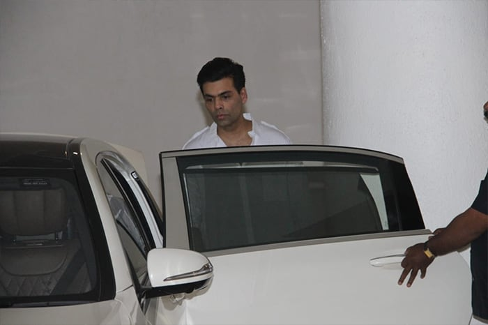 Manish Malhotras father passes away, celebrities arrive at the designers residence