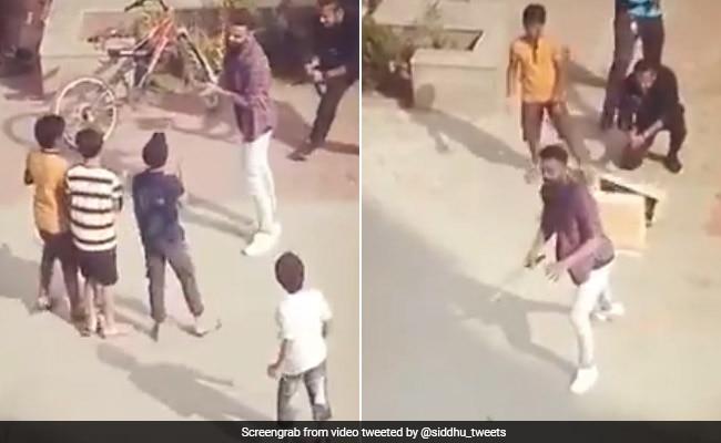 आउट होने के बाद Cheating करने लगे विराट कोहली, बच्चों ने मचाया हंगामा तो... देखें VIDEO