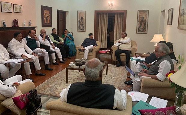 Maharashtra News: PM मोदी से मुलाकात के बाद शरद पवार-कांग्रेस नेताओं की हुई बैठक, 'शिवसेना के साथ सरकार बनाने पर...'