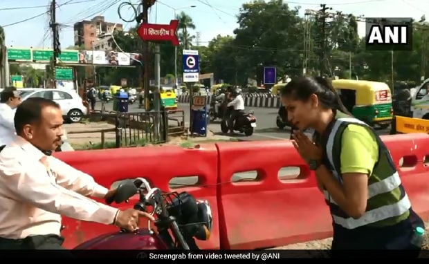 Watch: Dancing MBA Student Manages Traffic In Indore - NDTV News