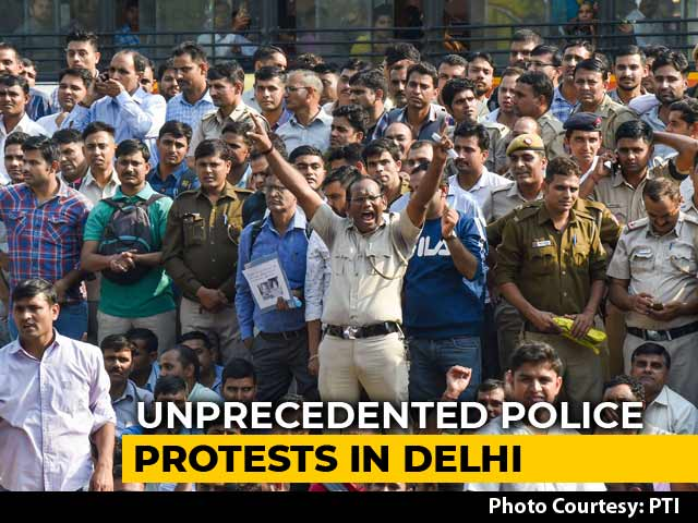 Video : Policemen In Delhi End 11-Hour Protest Over Assault By Lawyers