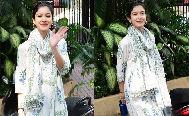 Shanaya Kapoor Shows Us That Any Season Is The Right One For A <i>Salwar Kameez</i> Suit