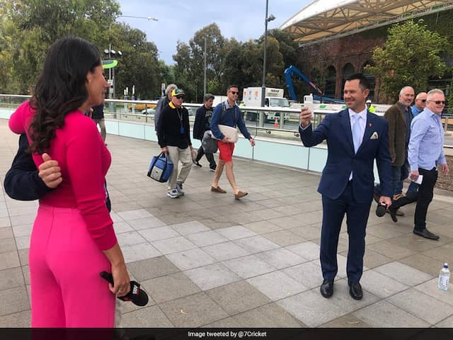 Ricky Ponting Turns Photographer, Clicks Fans Picture With Mel McLaughlin