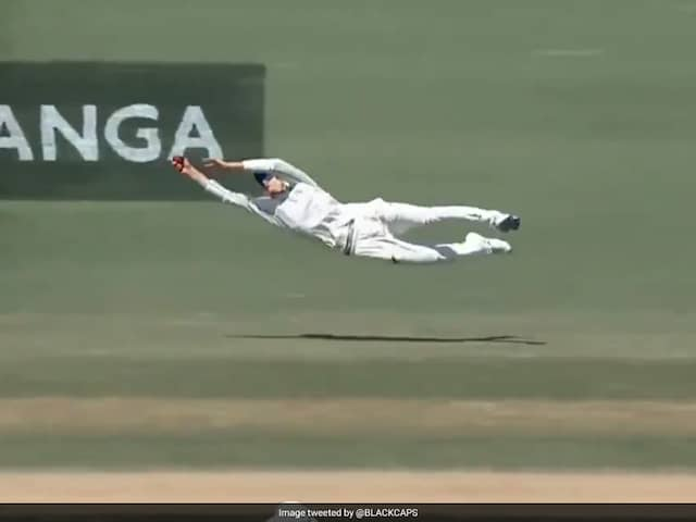 Watch: Mitchell Santner Takes One-Handed Stunner Against England During First Test