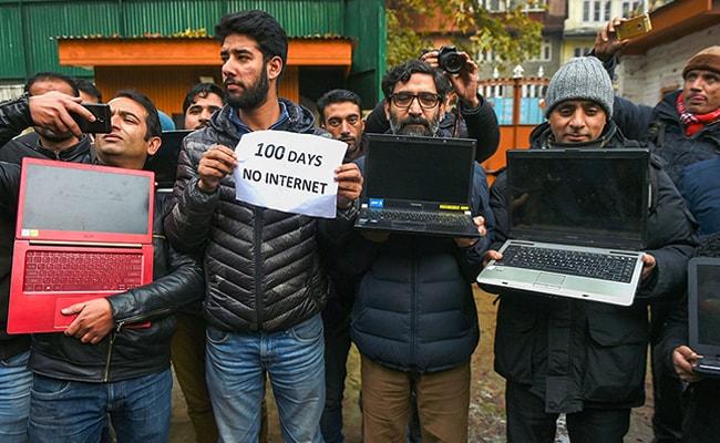 बिना इंटरनेट कश्मीर में पत्रकारिता सूनी और डीयू में कैसे जी रहे हैं शिक्षक