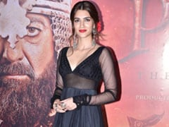 Kriti Sanon In A Stunning Black <i>Anarkali</i> Gives Us Ethnic Inspiration
