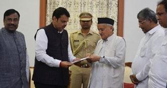 महाराष्ट्र: राज्यपाल ने सबसे बड़ी पार्टी बीजेपी को सरकार बनाने का न्योता दिया