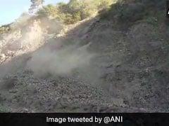 Jammu Kashmir News: रामबन में भूस्खलन के कारण जम्मू-श्रीनगर नेशनल हाईवे बंद, 3000 वाहन फंसे