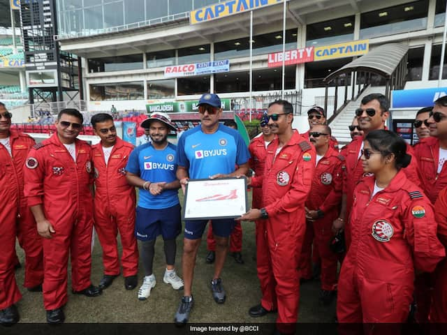 Indian Cricket Team Meets Air Force Aerobatic Team In Nagpur. See Pics