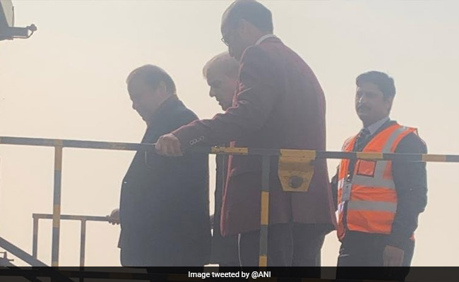 Nawaz Sharif leaves Pakistan for United Kingdom on air ambulance