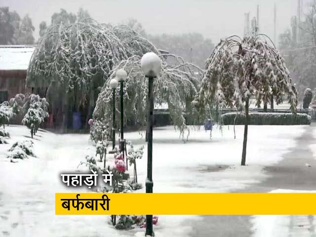 Videos : जम्मू-कश्मीर के कई इलाकों में बर्फबारी