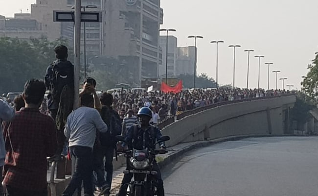 JNU Protest LIVE Updates: Massive Traffic On Roads As Students March Towards Parliament