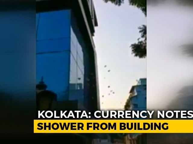 Video : Watch: Shower Of Currency Notes From Building In Kolkata During Search