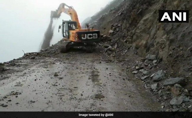 Jammu-Srinagar Highway Reopens After Four Days As Weather Improves