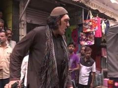 भारत में क्रिकेट मैच देखने आया अफगानिस्तान से 8 फीट लंबा फैन, नहीं मिला होटल तो पुलिस ने किया ऐसा