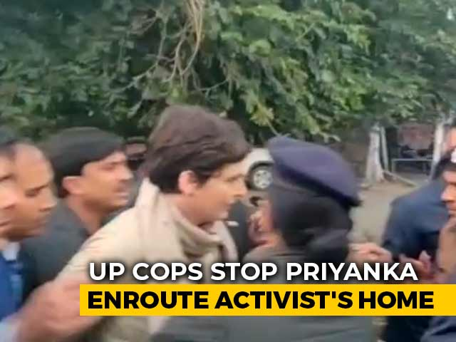 Video : Video Of How Priyanka Gandhi Vadra Was Stopped By UP Cops