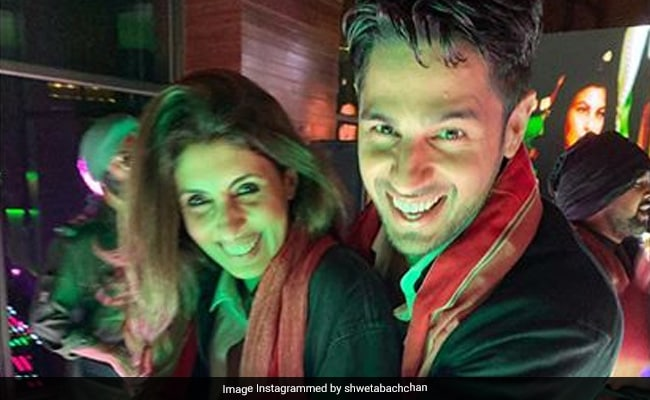 Styled By Amitabh Bachchan, Shweta Brings Jumma Chumma Vibes To Nineties-Themed Bollywood Party